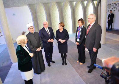 Der Bundespräsident wurde begleitet von seiner Frau Elke Büdenbender, der 1. Bürgermeisterin der Stadt Penzberg Elke Zehetner und dem bayerischen Innenminister Joachim Herrmann