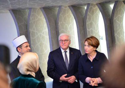 Aufmerksames Zuhören der Gäste zu relevanten Themen der Islamischen Gemeinde